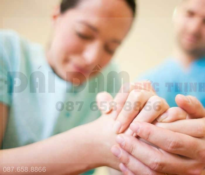 Hiện tượng sau sinh đi tiểu bị đau có thể xuất hiện ngay sau khi sinh hoặc có thể sau khoảng vài tháng