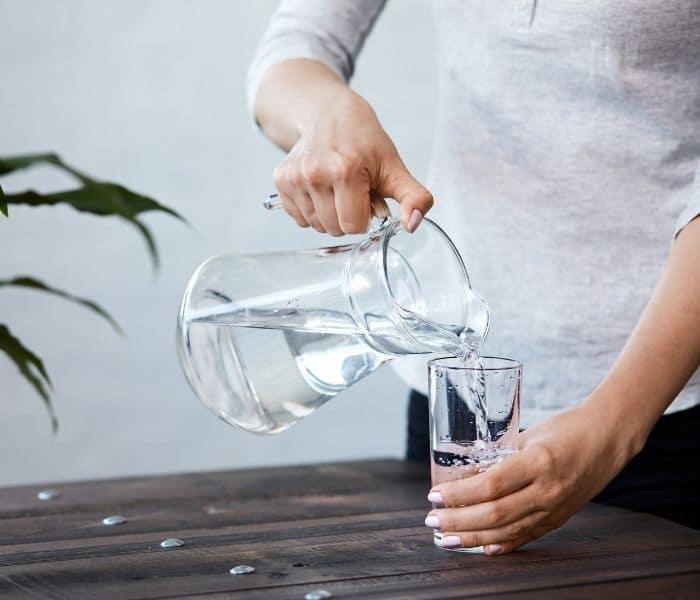 Uống đủ nước mỗi ngày ngăn ngừa tiểu buốt, rắt
