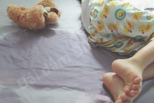 Hiện tượng đái dầm khi ngủ là gì