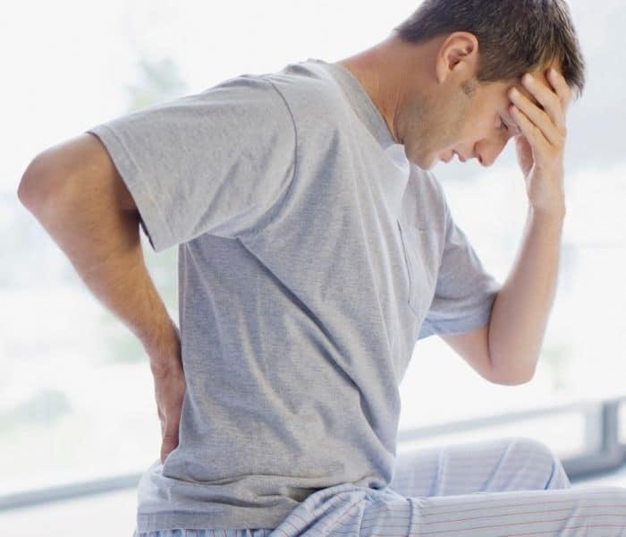Viêm tuyến tiền liệt gây tiểu buốt ra mủ, đau thắt lưng, mệt mỏi