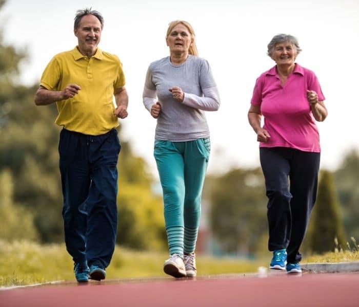 Khuyến khích người già vận động, tập luyện nhẹ nhàng