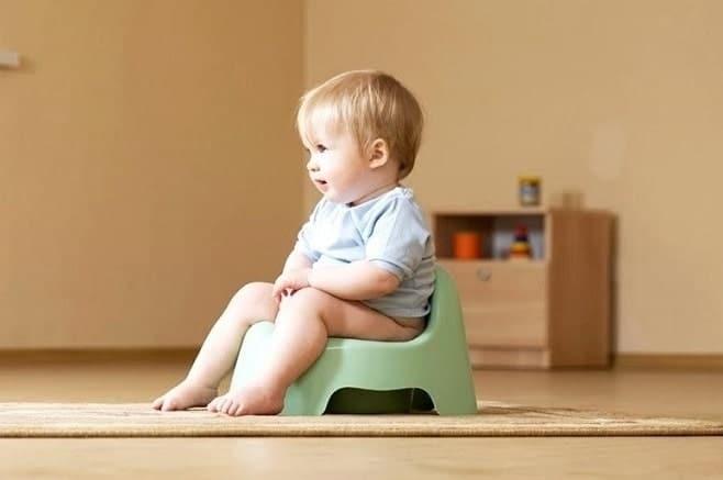 Trẻ 1-2 tuổi đi tiểu nhiều lần trong ngày có thể ảnh hưởng tới sức khỏe