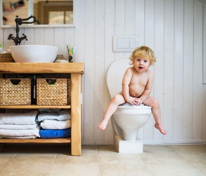 Tập cho trẻ thói quen đi tiểu trước khi ngủ