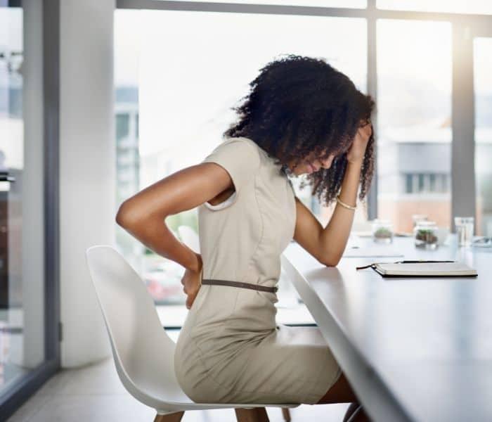 Ngồi quá lâu, không vận động, nhịn tiểu là những lý do gây ra bí tiểu