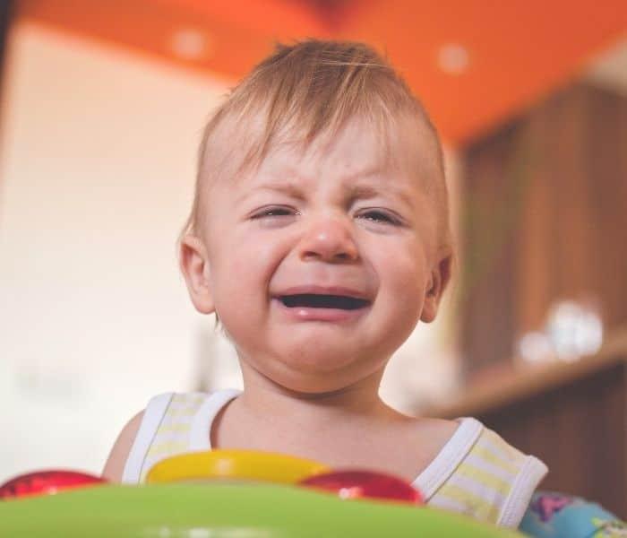 Trẻ bú mẹ quấy khóc, chán ăn, bỏ bú