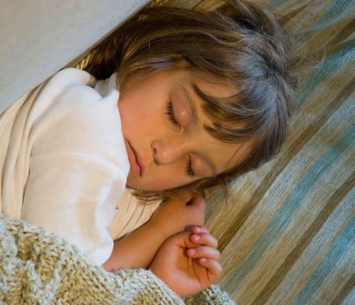Ngủ quá sâu khiến bộ não không cảm nhận được dấu hiệu buồn tiểu