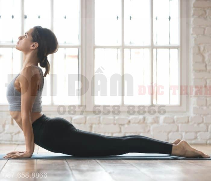 Tập yoga, kegel đều đặn giúp cải thiện tiểu đêm nhiều lần