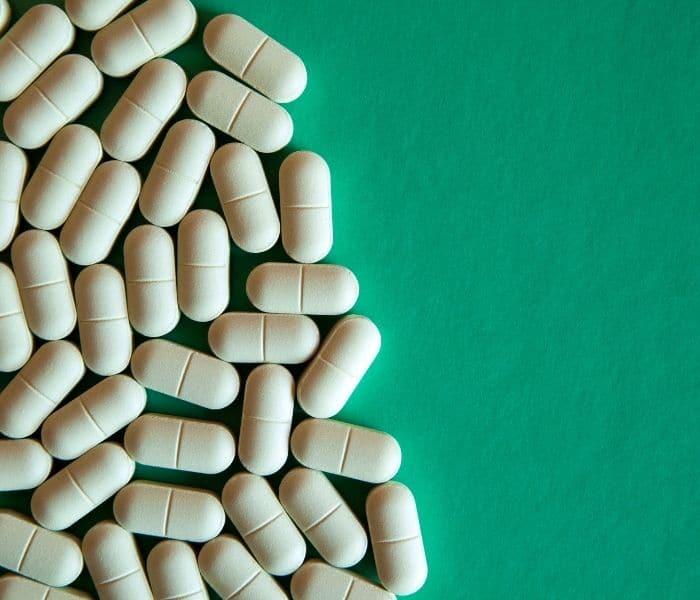 Một số thuốc giảm đau, kháng sinh, ... được sử dụng điều trị 30 phút đi tiểu một lần do bệnh lý