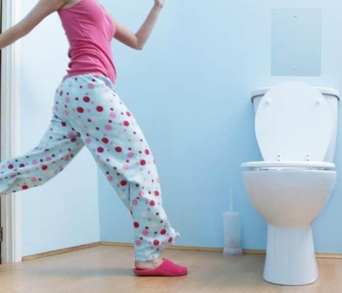 3o phút đi tiểu một lần khiến người bệnh không dám uống nước vì thường xuyên ra vào nhà vệ sinh rất bất tiện