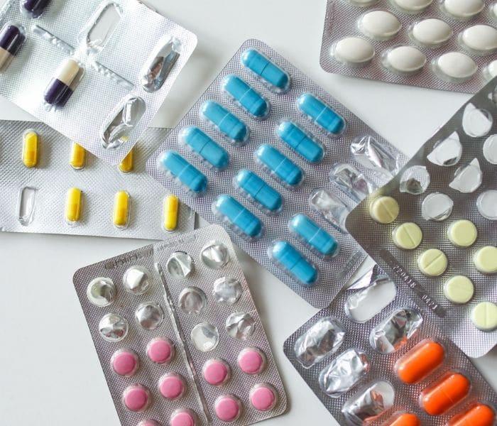 Thuốc tây y trị tiểu đêm có tác dụng nhanh chóng nhưng có tác dụng phụ