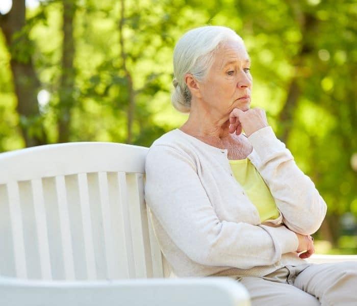 Khi tuổi càng cao thì thận và bàng quang bị suy giảm chức năng khiến người già dễ mắc tiểu đêm