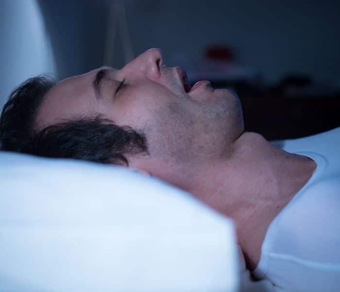 Chứng ngưng thở khi ngủ cũng là một trong những nguyên nhân gây ra tiểu nhiều lần về đêm