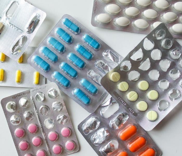 Một vài loại thuốc tân dượMột vài loại thuốc tân dược như kháng sinh, thuốc giảm co thắt bàng quang....được sử dụng để điều trị tiểu sónc được sử dụng khi tiểu són do bệnh lý gây ra