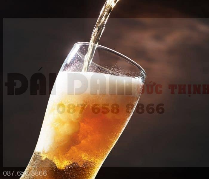 Thường xuyên sử dụng rượu, bia là nguyên nhân gây ra rò rỉ nước tiểu tạm thời