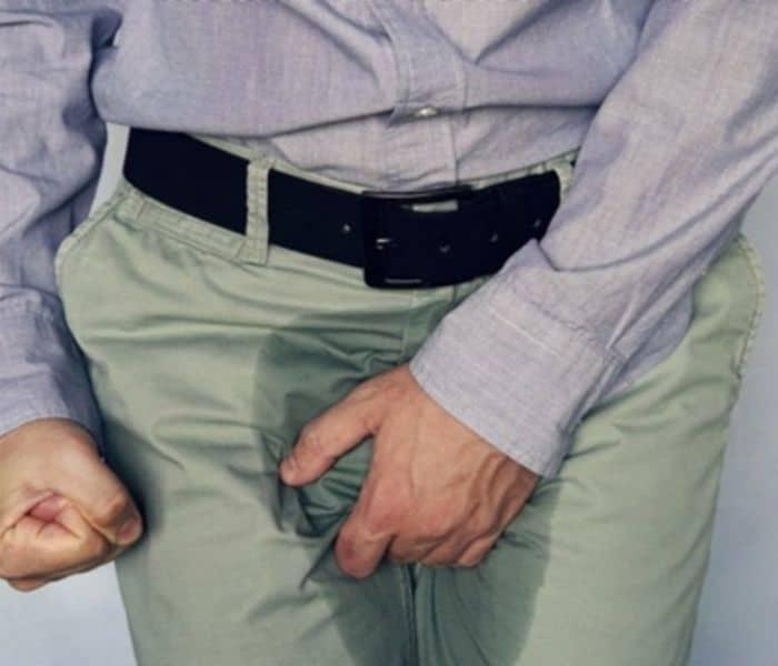 Tiểu không tự chủ là tình trạng xảy ra khi bàng quang không kiểm soát được nước tiểu