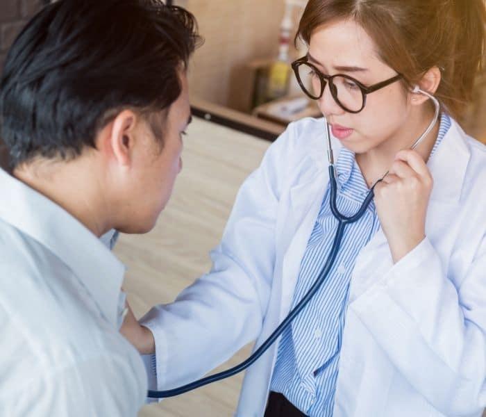 Thăm khám sức khỏe định kỳ 6 tháng hoặc 1 năm một lần để phòng ngừa bệnh tái phát nhiều lần