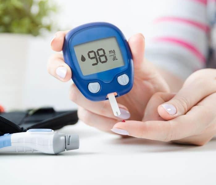 Bệnh tiểu đường gây áp lực lên thận và dẫn tới đi tiểu nhiều, vừa đi tiểu xong lại buồn tiểu