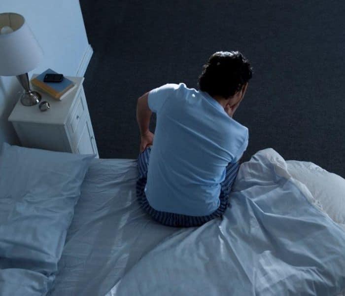 Tiểu đêm nhiều lần xáo trộn giấc ngủ ở cả nam giới và nữ giới