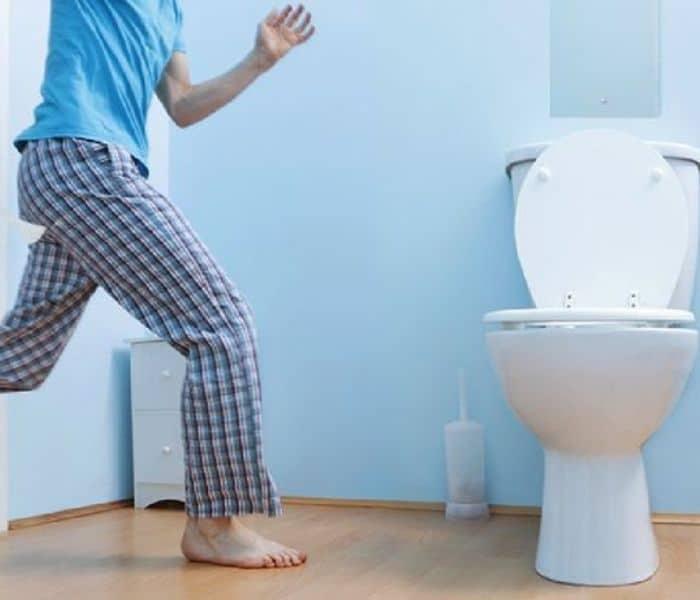 Đi tiểu nhiều lần, vừa đi tiểu xong lại buồn tiểu là triệu chứng phổ biến