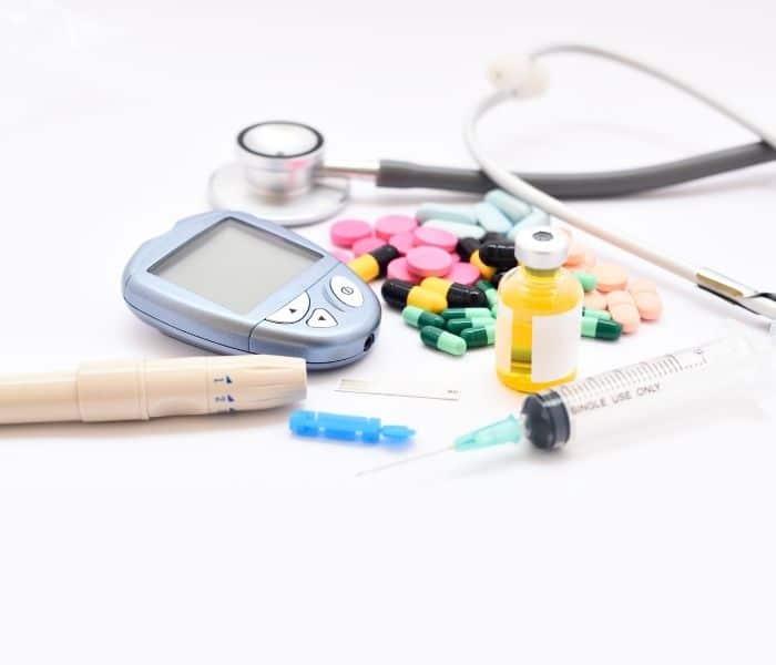 Một số phương pháp có thể kể đến như thuốc tây, dẫn lưu bàng quang, giãn niệu đạo,phẫu thuật tuyến tiền liệt
