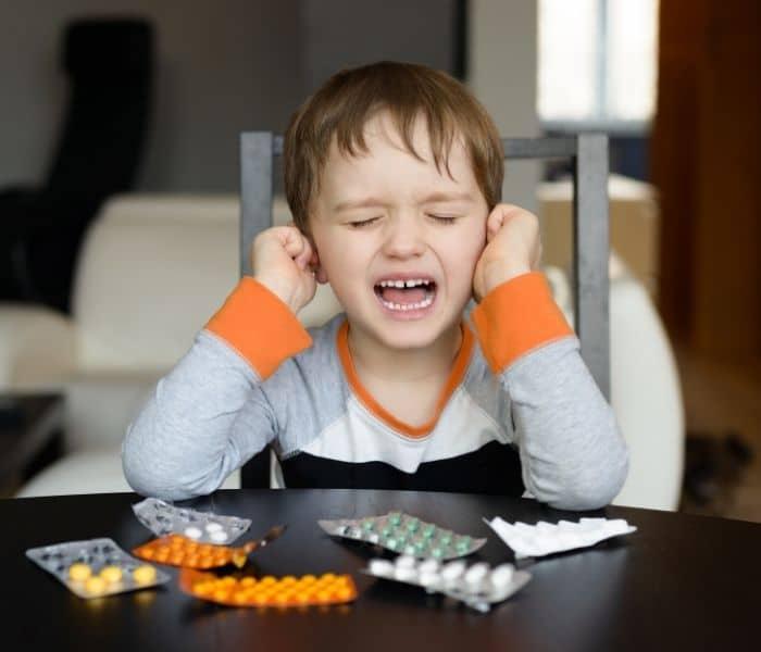 Một vài bệnh lý như nhiễm khuẩn đường tiết niệu, sỏi thận, suy thận cũng là nguyên nhân khiến trẻ đi tiểu nhiều