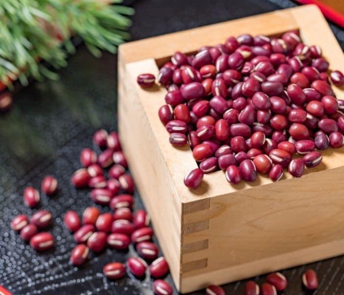 Đậu đỏ có lợi ích cho sức khỏe thận, giúp điều chỉnh chức năng thận, giảm tiểu nhiều lần ở trẻ