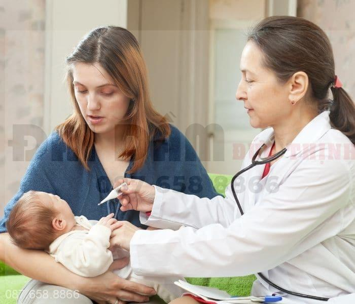 Theo dõi sức khỏe và thăm khám định kỳ nếu trẻ đi tiểu nhiều lần kèm dấu hiệu bất thường