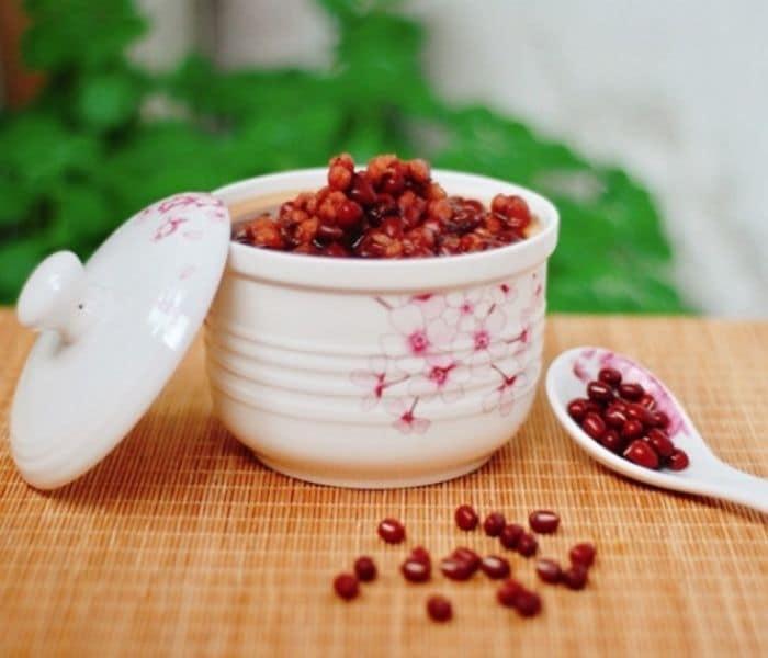 Cháo ý dĩ đậu đỏ công dụng bổ thận, an thần, bổ máu, trị tiểu nhiều, tiểu buốt do viêm đường tiết niệu