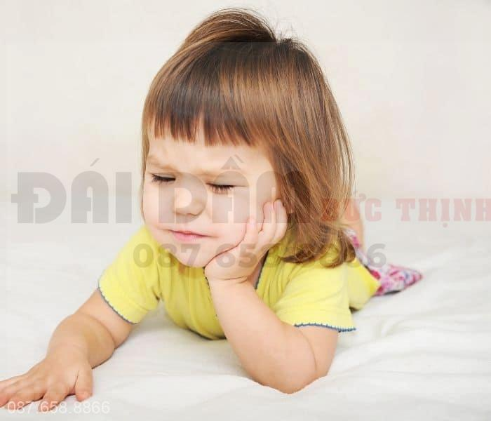 Tiểu nhiều lần có thể là dấu hiệu của viêm đường tiết niệu, sỏi tiết niệu,..ảnh hưởng tới sức khỏe của trẻ