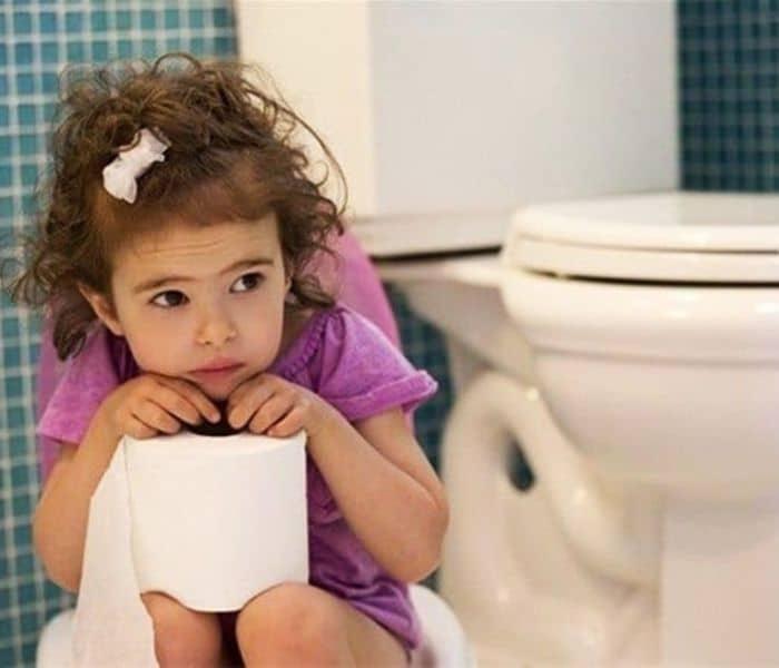 Trẻ 6 tuổi đi tiểu nhiều lần là hiện tượng trẻ đi tiểu nhiều hơn 8 lần mỗi ngày,
