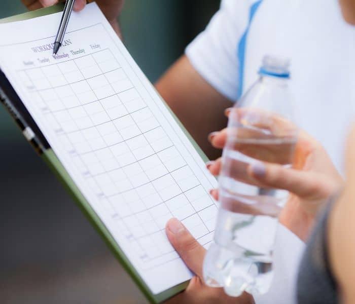 Kiểm soát lượng nước nạp vào cơ thể mỗi ngày, đảm bảo 2 lít nước