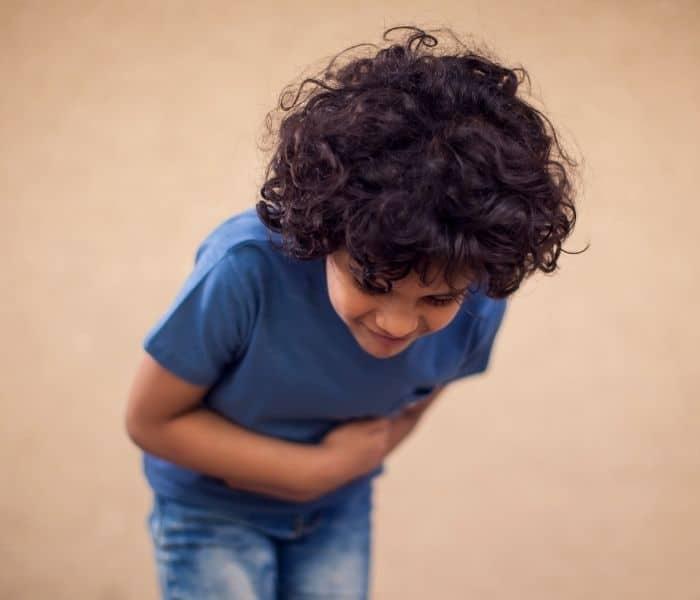 Khó tiể, bí tiểu khiến trẻ buồn tiểu mà không đi được, đau tức bụng dưới