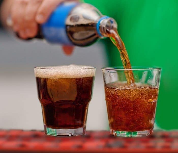 Đò uống có gas, nước ngọt k là thức uống yêu thích của trẻ nhưng chúng gây ra rối loạn tiểu tiện