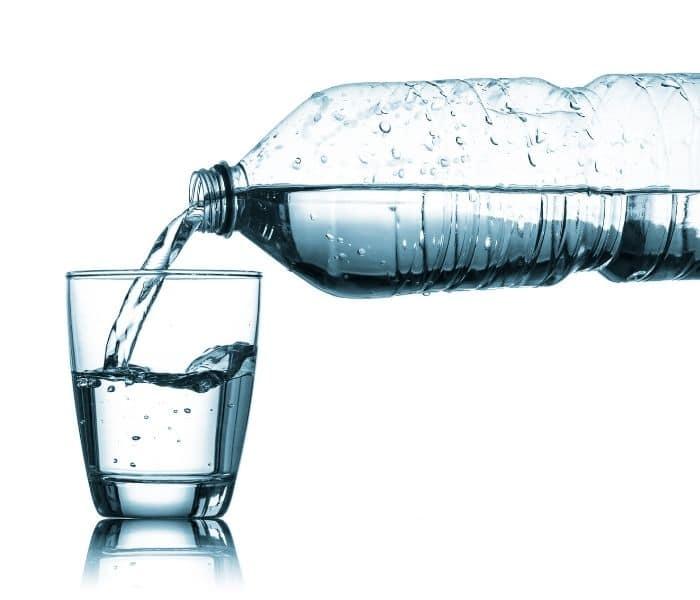Lượng nước nạp vào cơ thể tùy thuộc vào thể trạng, điều kiện lao động, cườn độ vận động thể chất của mỗi người