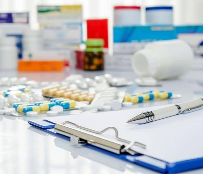 Khi sử dụng thuốc tây điều trị tiểu nhiều cần có đơn kê và hướng dẫn của bác sĩ