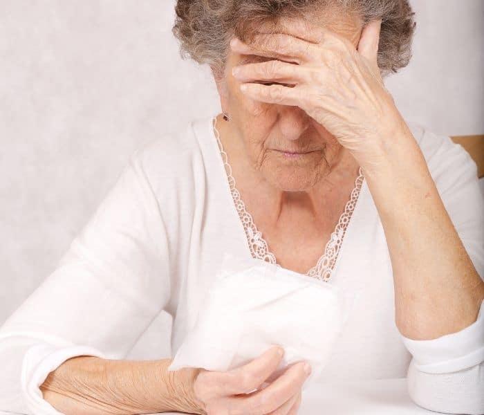 Phụ nữ cao tuổi thường mắc chứng són tiểu do sự lão hóa của các cơ bàng quang, cơ sàn chậu