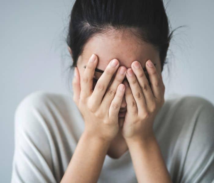 Rò rỉ nước tiểu  khiến người bệnh luôn cảm thấy lo lắng, xấu hổ, tự ti, ảnh hưởng tới tâm sinh lý và sức khỏe