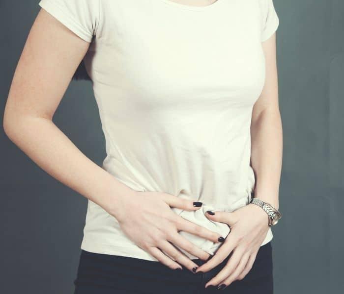 Khó tiểu khiến mẹ sau sinh buồn tiểu nhiều lần mà không đi được, căng đau bụng dưới