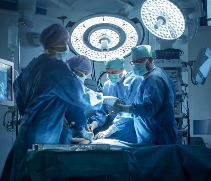 Phẫu thuật được sử dụng khi các sử dụng thuốc, tập luyện không có tác dụng