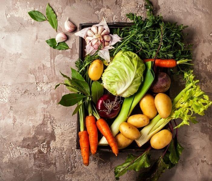 Chế độ ăn trái cây, rau xanh lành mạnh giúp cải thiện són tiểu tạm thời