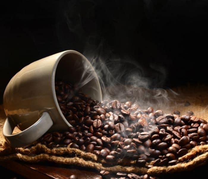 Trà, cafe, chất kích thích có thể là nguyên nhân gây ra són tiểu tạm thời