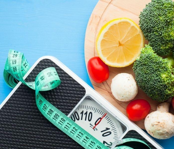 Giữ cân nặng hợp lý để tránh thừa cân, béo phì tăng gánh nặng cho bàng quang