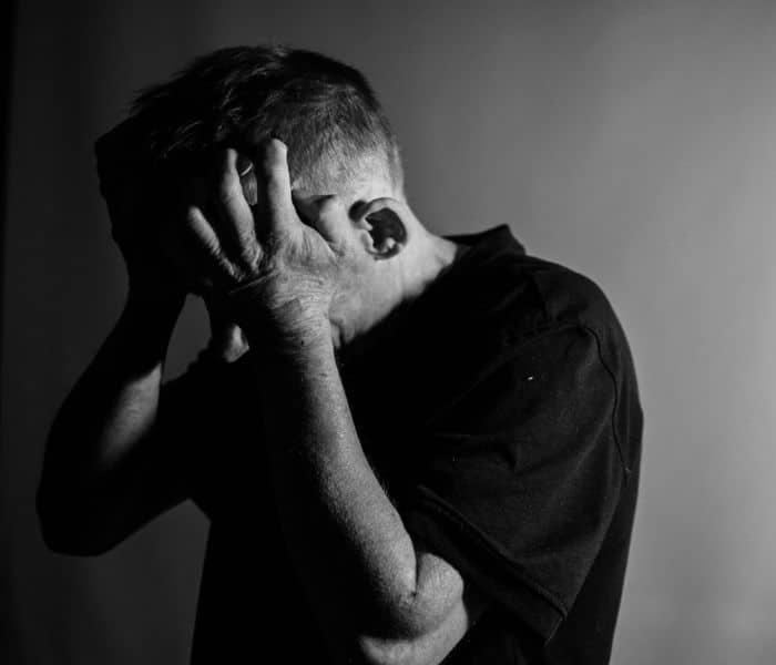 Tiểu són tác động xấu tới tâm lý, cuộc sống, các mối quan hệ và đời sống tình dục của người bệnh