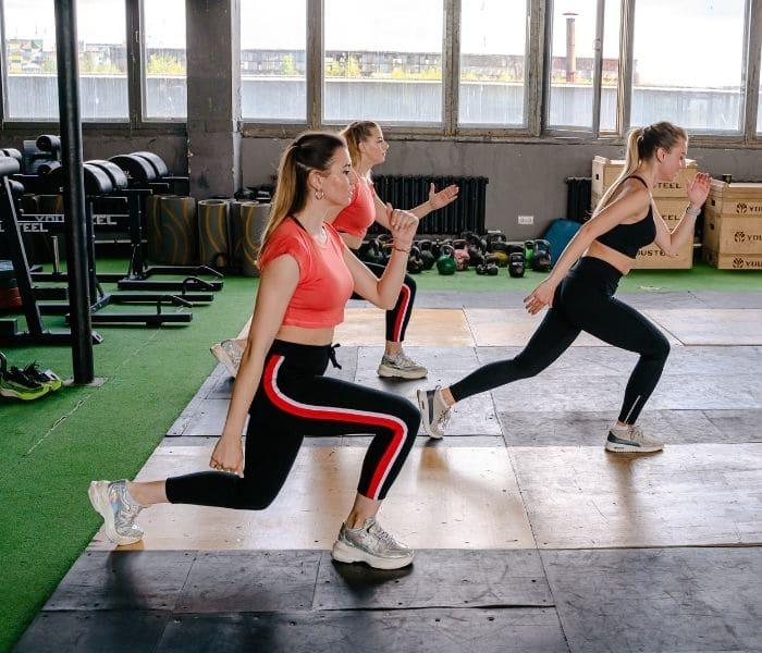 Rèn luyện thể dục, không nhịn tiểu, uống đủ 2 lít nước giúp hỗ trợ điều trị thận yếu tiểu nhiều