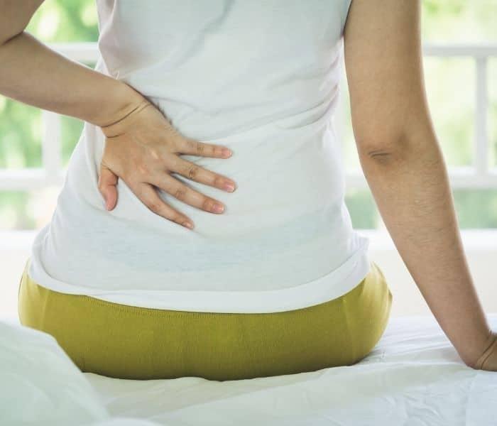 Tiểu nhiều lần trong ngày, đau tức bàng quang, bụng dưới là triệu chứng điển hình của thận yếu đi tiểu nhiều