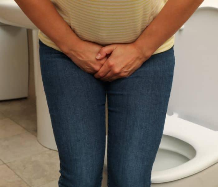 Nhịn tiểu khiến bàng quang mất cảm giác, tăng nguy cơ nhiễm trùng đường tiểu gây rối loạn tiểu tiện