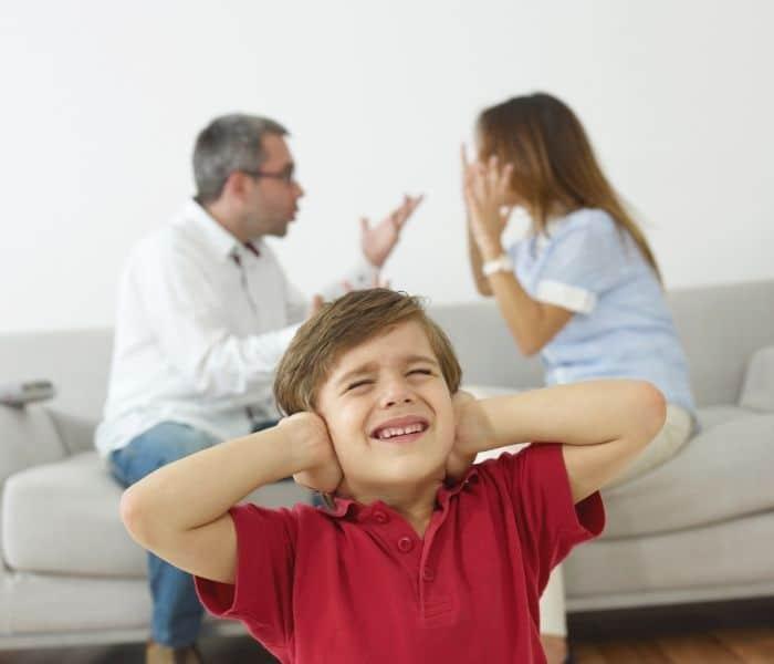 Sự kiện tác động xấu tới tâm lý của trẻ gây ra chứng són tiểu