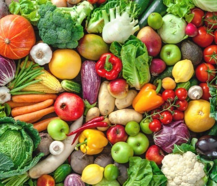 Bổ sung đa dạng các loại rau xanh, trái cây vào thực đơn hàng ngày của trẻ