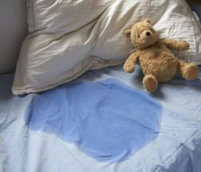 Trẻ 0-3 tuổi đái dầm là bình thường nếu không phải thường xuyên và không kèm triệu chứng bất thường