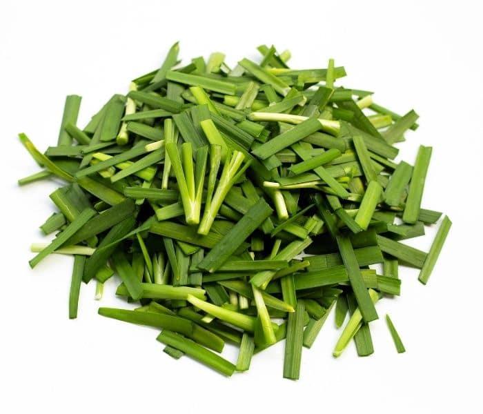 Cho trẻ ăn cháo lá hẹ hàng ngày và kiên trì trong 5-7 ngày là chứng đái dầm giảm đáng kể